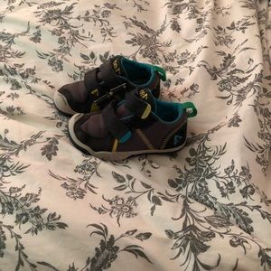 Plae tennis shoes toddler size 8 (Ty)